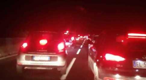 Scontri ultrà prima di Lecce-Pescara: 2 feriti, superstrada chiusa