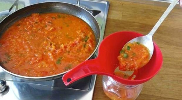 Pranzo pasquale da incubo in Veneto: 8 intossicati dalla salsa della badante ucraina