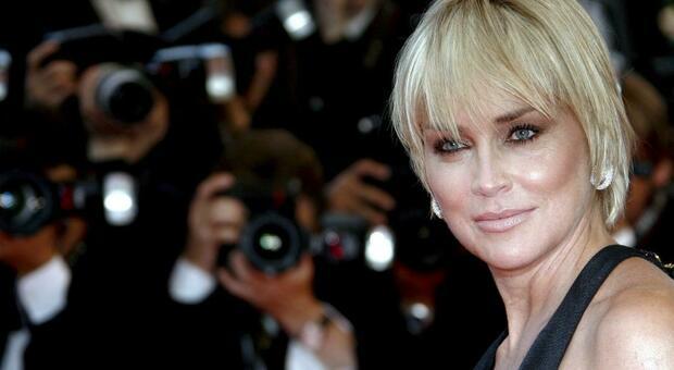 Sharon Stone: «Mia sorella ha il Covid-19, uno di voi senza mascherina ha fatto questo»