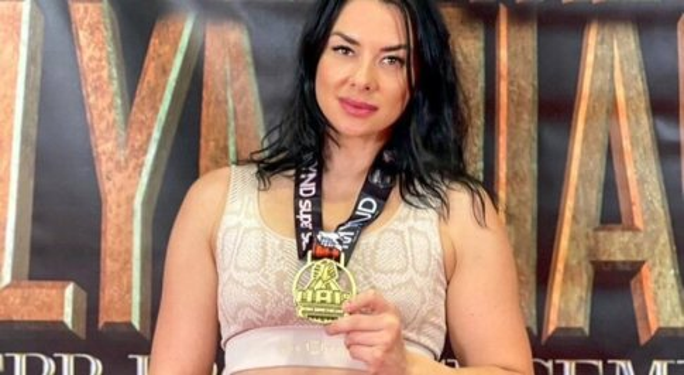Irina Gladkaya, la campionessa di braccio di ferro che batte anche gli uomini: «Sì, è uno sport per donne»