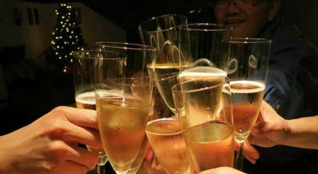 Brindisi delle feste, attenzione alle truffe: Prosecco e Amarone i vini più contraffatti nel mondo