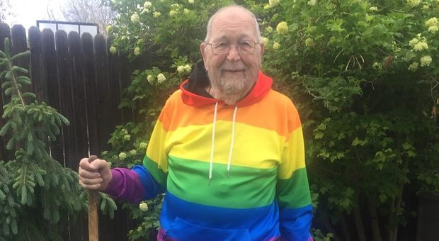 «Sono gay e voglio essere libero», l'uomo fa 'coming out' con la famiglia a 90 anni