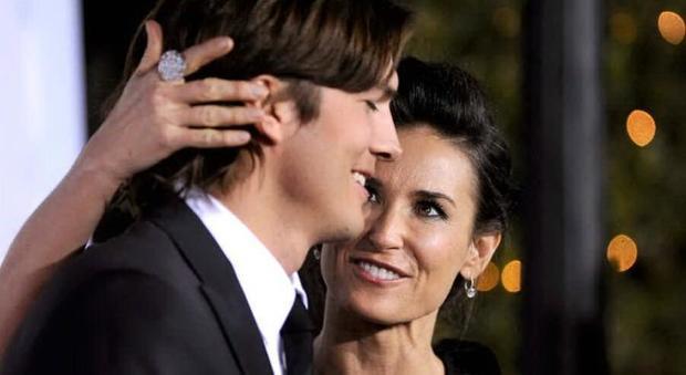 """Demi Moore, Ashton Kutcher risponde alle accuse di tradimenti e """"sesso a tre"""": «Non parlo per amore della mia famiglia»"""