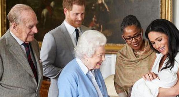 Meghan e Harry, Oprah Winfrey: «I timori sul colore della pelle di Archie non sono da imputare alla Regina Elisabetta e al principe Filippo»