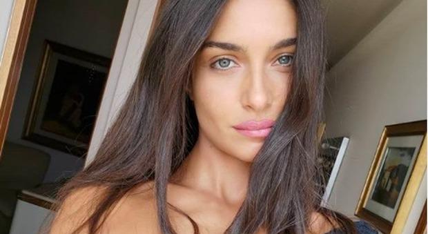 Ambra Lombardo mostra il seno nuovo a Pomeriggio 5: «Kikò si è rassegnato»