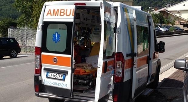 Caserta, schianto tra auto e moto: muore sul colpo un uomo di 43 anni, lascia moglie e due figli