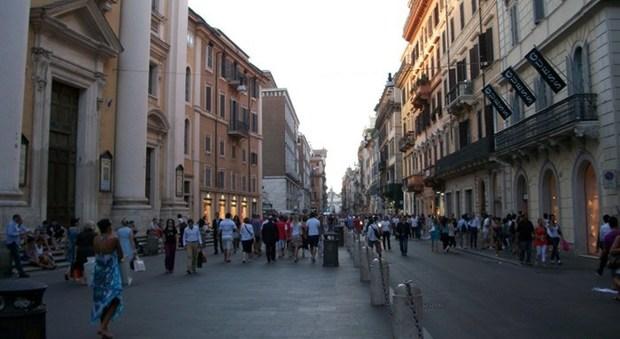 Roma incubo terrorismo e sosta selvaggia a via del corso for Bershka roma via del corso