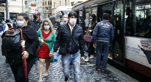 Covid, obbligo mascherine all'aperto fino al 15 ottobre: il governo proroga il dpcm. Stato emergenza al 31 gennaio