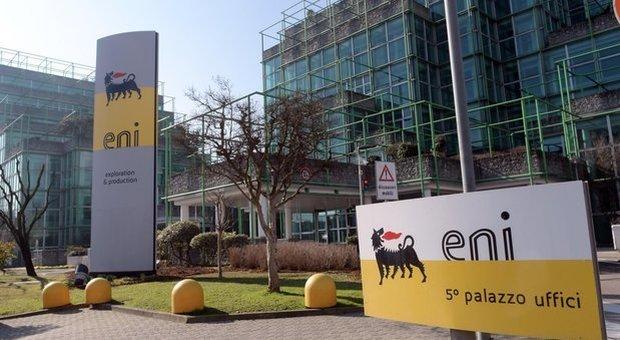 Coronavirus, Eni rivede piano per l'emergenza e ritira buy back