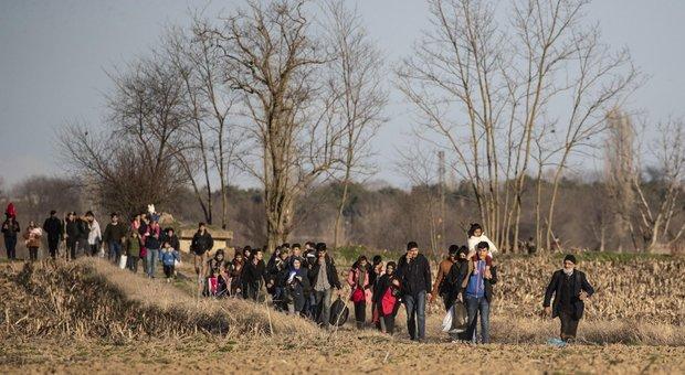 Profughi siriani, Erdogan alla Grecia: «Fateli passare, vogliono preseguire il viaggio verso altri paesi»