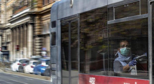 Coronavirus Roma, la Fase 2 su bus e metro: obbligo mascherine e controllori a bordo