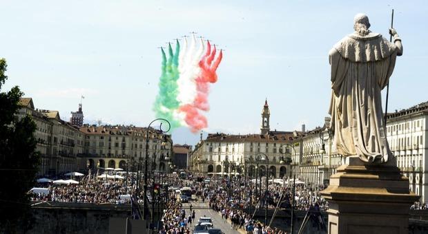 Torino, folla per le Frecce Tricolori. Appendino: così non va