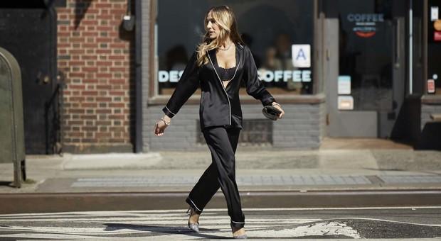 negozio online f38be 979a4 Sarah Jessica Parker in pigiama per le strade di New York ...