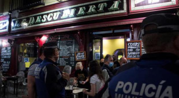 Prima notte in Spagna senza restrizioni