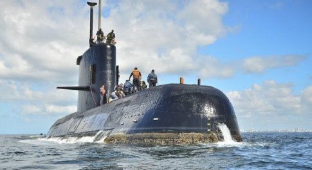 Sottomarino scomparso, corsa contro il tempo, il padre di un disperso: «Sono tutti morti»