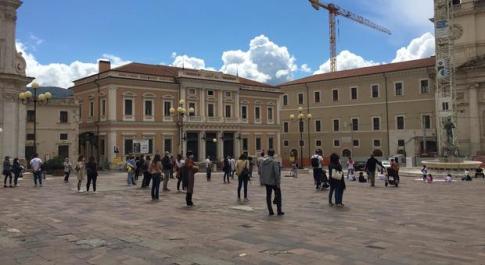Coronavirus: didattica a distanza, la protesta in piazza di genitori e bambini
