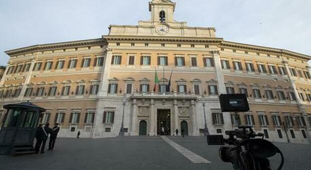 Furbetti Montecitorio, voci su leghisti Dara e Murelli. Il Carroccio: «Sospeso chi lo ha preso»