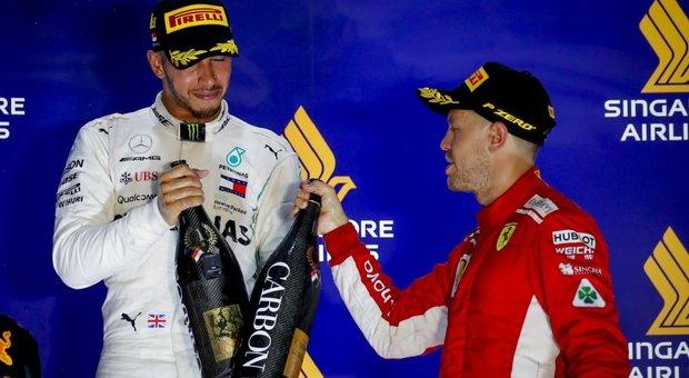 Formula 1, sorpasso Mercedes su una Ferrari sbiadita