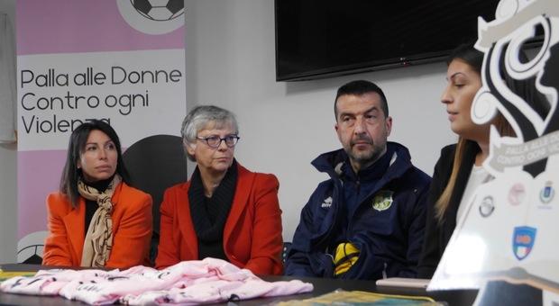 """""""Palla alle donne contro ogni violenza"""", anche a Roma l'iniziativa della Lnd"""