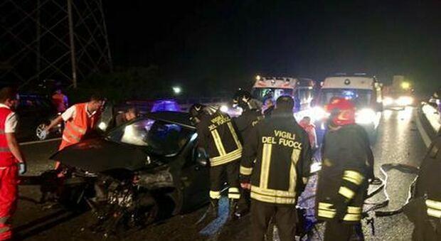 Incidente, morto un ragazzo di 18 anni a Castel Volturno: gravi altri due giovani