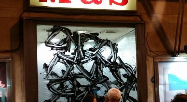 Roma, ai magazzini Mas le vetrine si animano con le opere degli Artistici Innocenti