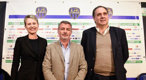 Benedetto Mancini (a destra) la sera della presentazione dei nuovi soci