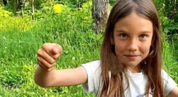 Litiga con mamma e papà e scappa da casa a 8 anni: violentata e uccisa da coppia di sposi