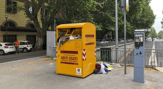 best service 08509 15910 Roma, assalto ai cassonetti gialli tra vandali e ladri di ...