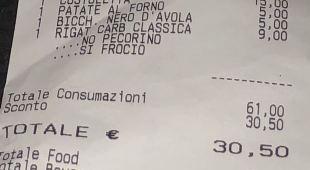 Scritte omofobe sullo scontrino: ristorante romano offende coppia gay Cameriere licenziato