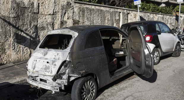 Auto bruciate in zona Parioli (Foto Dalla Mura/Ag.Toiati)