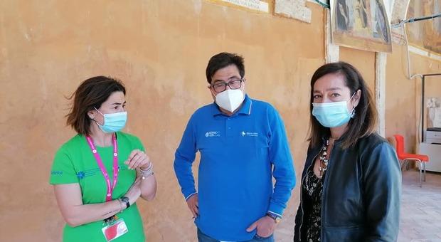 Rieti, visita dell'assessore regionale D'Amato al centro vaccinale nella caserma Verdirosi