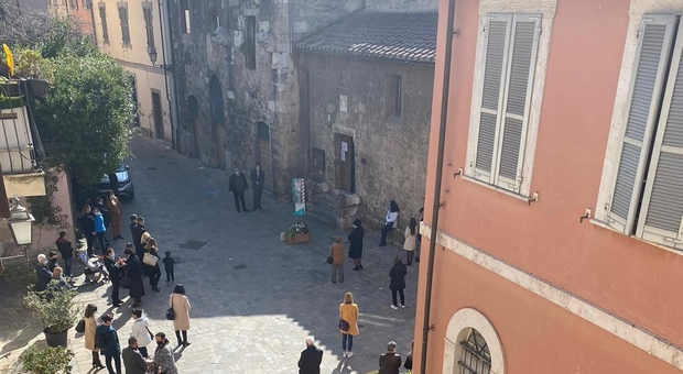 Terni, via Sant'Alò tra risse e preghiere