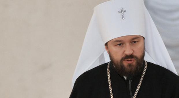 Virus, il vescovo ortodosso russo Hilarion si offre come cavia: proverà il vaccino anti-Covid su se stesso