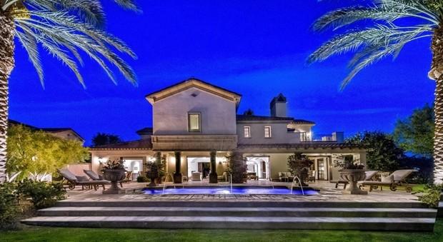 """Sylvester Stallone """"svende"""" la sua villa californiana"""