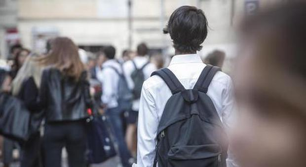 Monza, genitori denunciano scuola: nostro figlio rifiutato perché gay