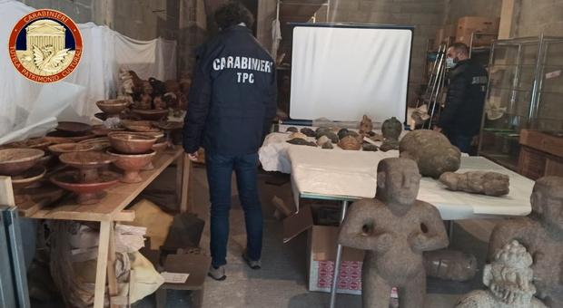 Alcuni dei beni recuperati dai carabinieri del nucleo tutela patrimonio di Perugia durante una operazione