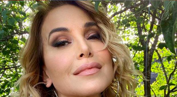 Barbara D'Urso, la foto in bikini scatena i commenti dei followers: «Ricordi»