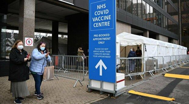 Vaccini, la Gran Bretagna a 10 milioni di richiami: quattro i morti