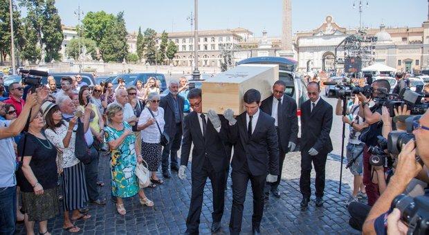 Chiesa Degli Applauso A Per Lungo L'addio Roma Carla Nella Fendi Un vfypP
