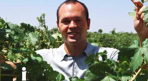 Andrès Iniesta nella sua azienda vinicola