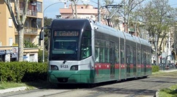 Roma, sul tram 8 l'incontro con l'assassino