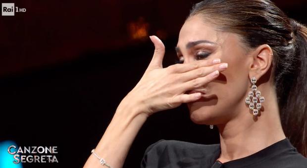 Belen in lacrime a Canzone Segreta: «Vorrei vedere una persona che non posso vedere...»