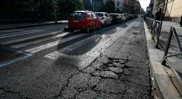 Roma, il piano contro le buche: cantieri dalla Salaria a Ostia