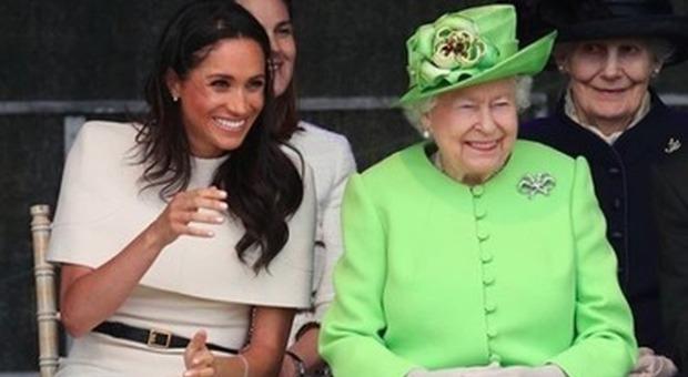 Meghan Markle contro la regina Elisabetta, il retroscena: «La guerra subito dopo le nozze con Harry»»