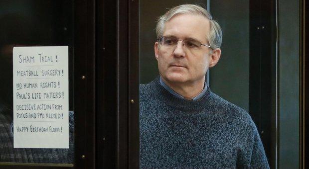 Mosca, l'ex marine Paul Whelan condannato a 16 anni per spionaggio. Ira Usa: «Liberatelo»