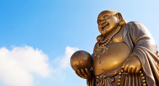 I monaci thailandesi messi a dieta dallo Stato: «Troppi doni ipercalorici, metà sono obesi»