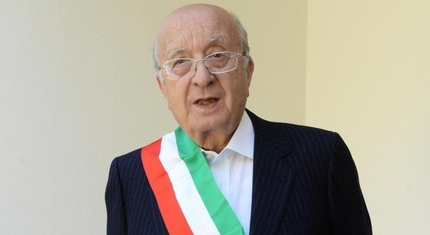 Ciriaco De Mita rieletto sindaco di Nusco a 91 anni