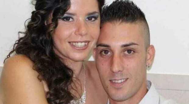 Covid, morta a Napoli dopo il parto, il marito: «In ospedale rubati fede, anello e cellulare»