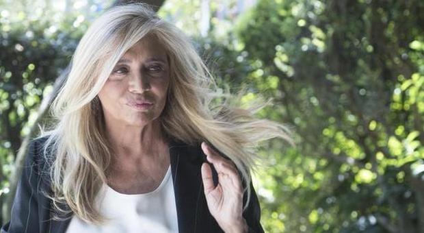 Coronavirus, Mara Venier in ansia per il marito Nicola: «È a rischio, non dormo da giorni...»