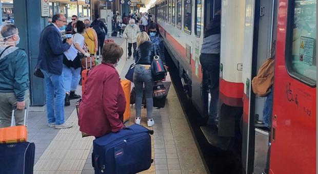 Covid, donna positiva doveva stare in quarantena ma era sul treno: trovata e denunciata